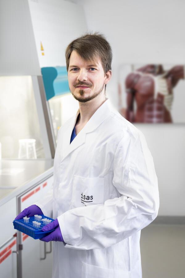 Dr. Andreas Hentschel untersucht Muster der Gen- und Protein-Co-Regulation, um den genetischen Defekt bei neuromuskulären Erkrankungen genauer als bisher möglich einzugrenzen.