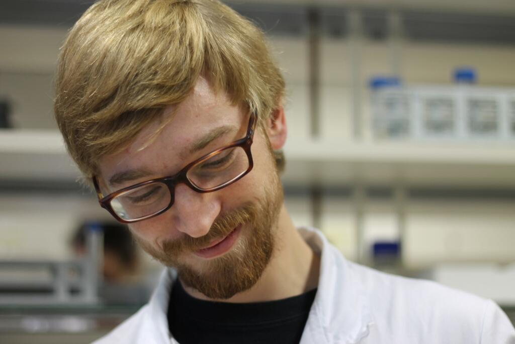 Bernhard Blank-Landeshammer hat in der Arbeitsgruppe Proteomics promoviert und eine Proteogenomics-Methode entwickelt, mit der man Peptide in Gewebeproben mittels Massenspektrometrie identifizieren kann. © Blank-Landeshammer