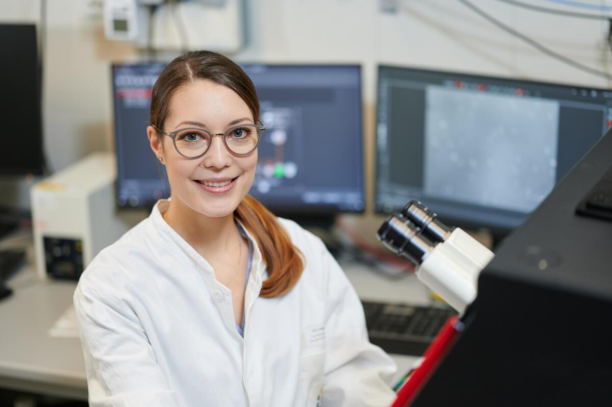 Die Universität Duisburg-Essen (UDE) und das Leibniz-Institut für Analytische Wissenschaften - ISAS - e.V. haben Anika Grüneboom gemeinsam zur Professorin an der UDE berufen. Am ISAS forscht Prof. Dr. Grüneboom zur experimentellen medizischen Bildgebung. (Fotonachweis: UDE/Frank Preuß)